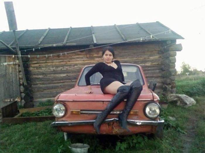 Опасная и сексуальная: самые гламурные леди из села (30 фото)