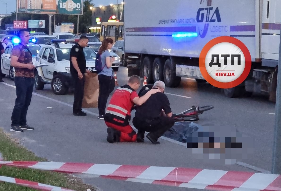У Києві 27-річний лікар на велосипеді загинув через п'яного пішохода: з'явилося відео