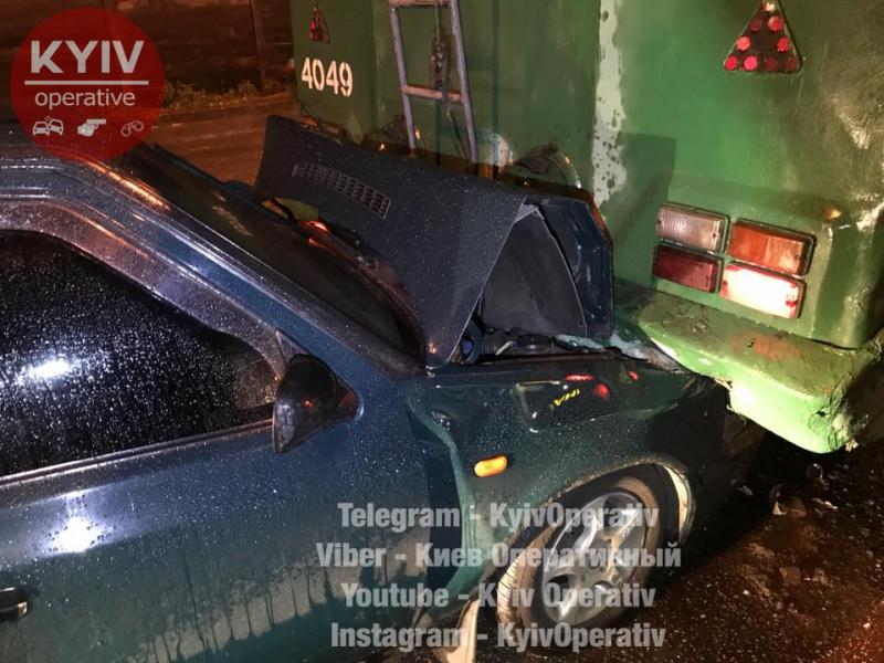 «ЯГройсмана знаю»: п'яний водій протаранив тролейбус уКиєві