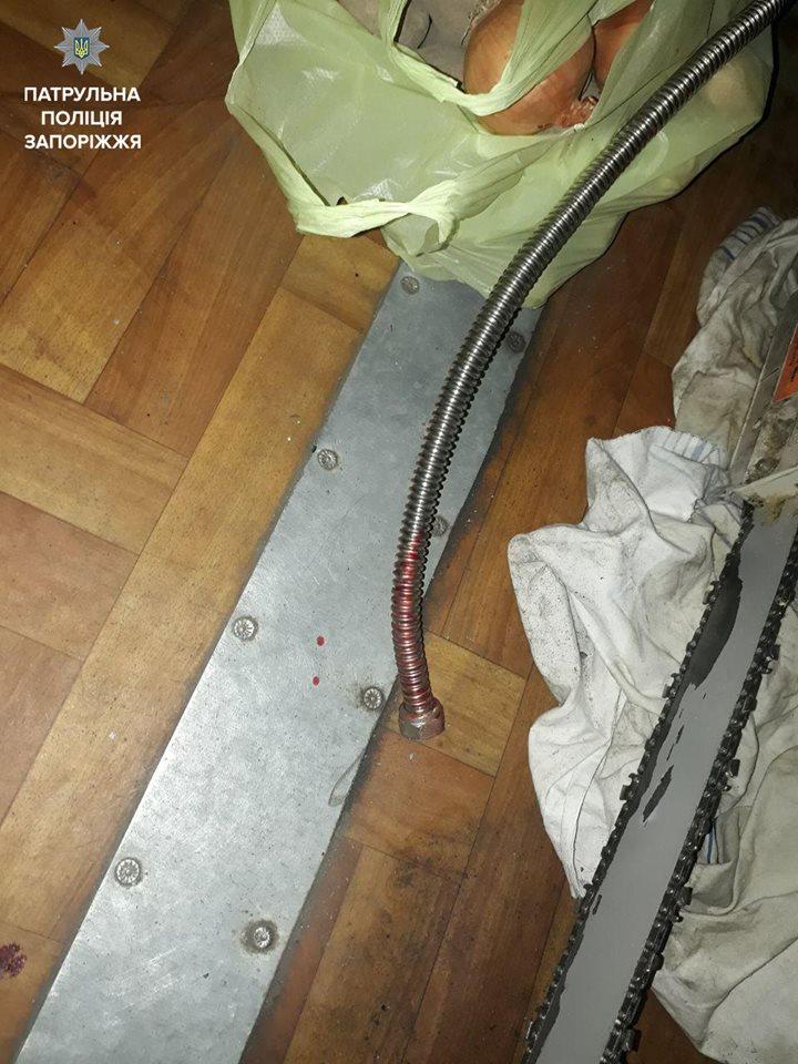 У Запоріжжі троє чоловіків жорстоко катували молодого хлопця за 400 грн