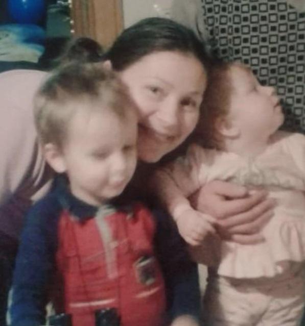 Помогите найти: в Почаевской Лавре пропала женщина с двумя детьми (фото)