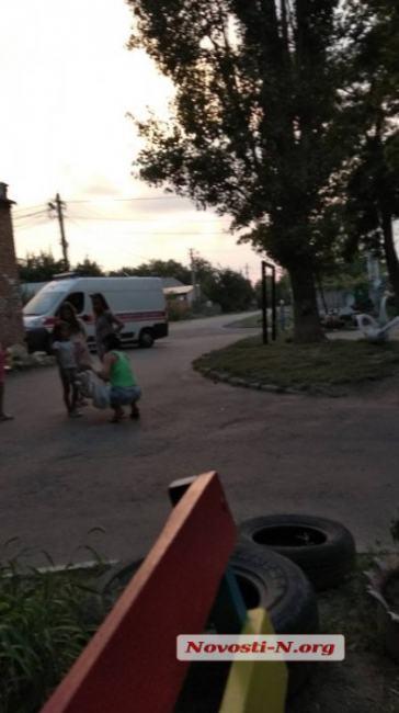 """В Николаеве дети спасли жизнь бездомному, вызвав ему """"скорую"""" (фото)"""