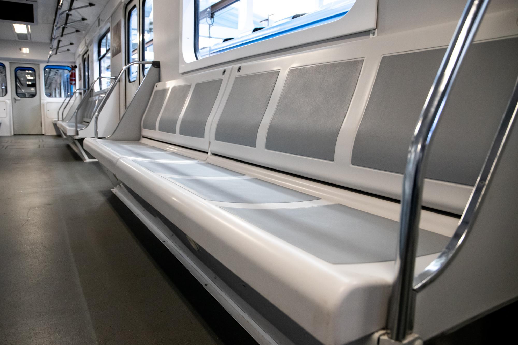 Киевлянам показали новый поезд, который скоро появится в метро