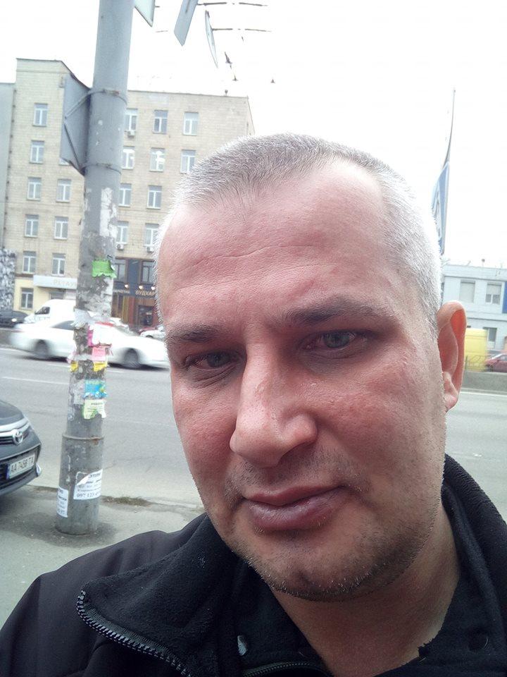 В Киеве маршрутчик брызнул в лицо газовым баллончиком известному волонтеру