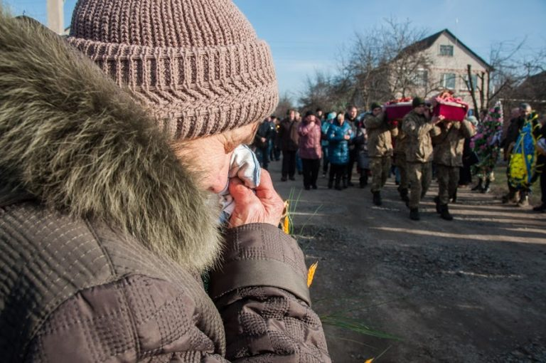 У Полтавській області провели в останню путь воїна, який загинув в зоні АТО (фото)