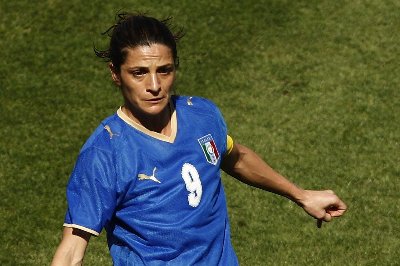 Впервый раз  вистории мужскую сборную Италии пофутболу возглавит женщина