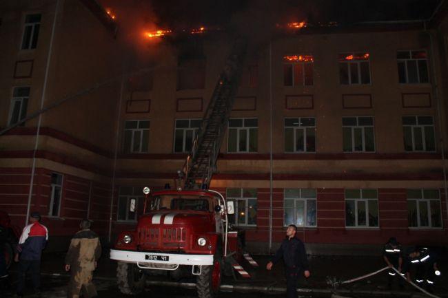 В Одесской области от удара молнии сгорела школа (фото)