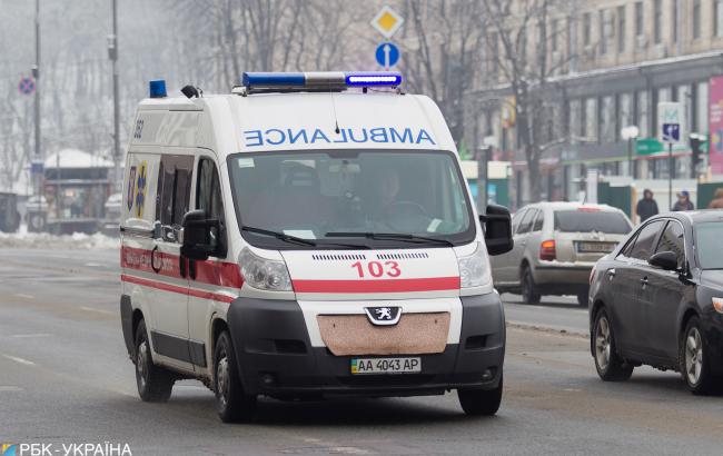 П'яна жінка побила фельдшера, який приїхав рятувати її дитину від смерті