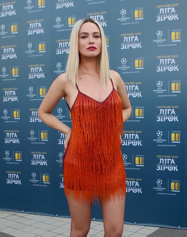 Соблазнительная Дарья Астафьева стала блондинкой
