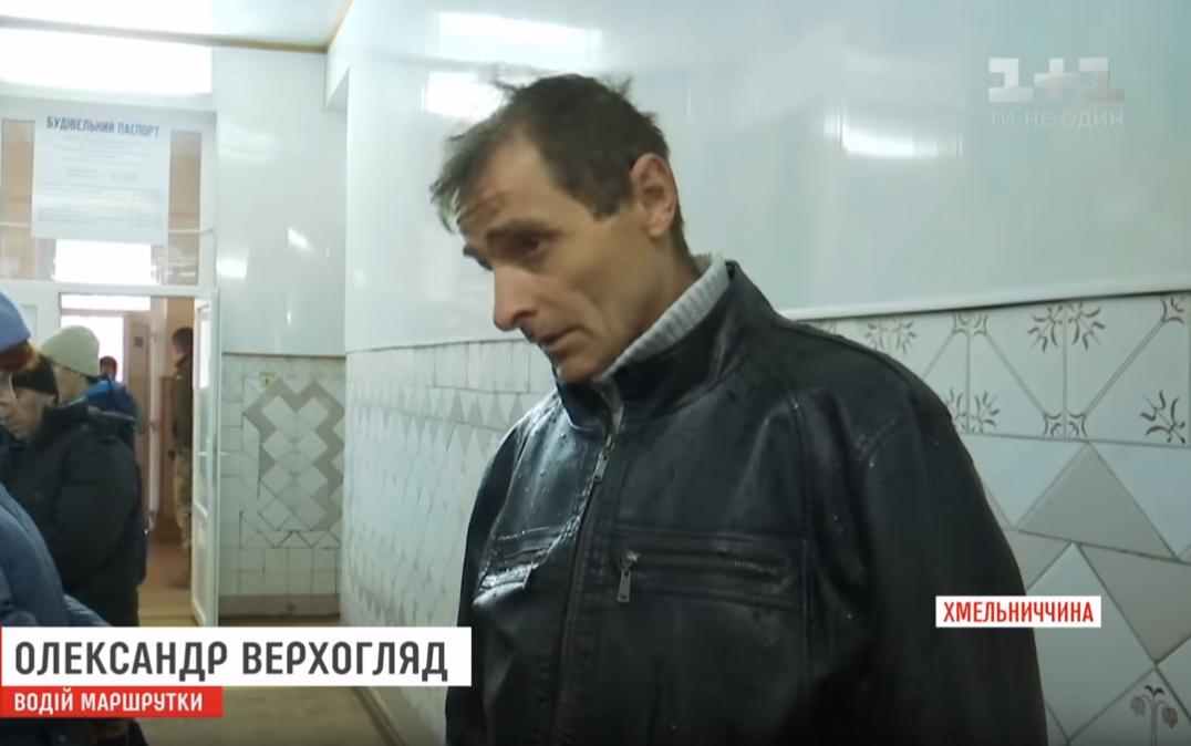 Впала в кому: під Хмельницьким пенсіонерка випала з маршрутки на ходу (відео)