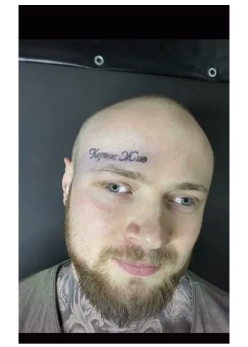 Хлопець набив собі на обличчі тату на честь Кернеса: як воно виглядає