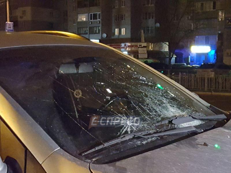 Смертельне ДТП у Києві: позашляховик збив пішохода на переході
