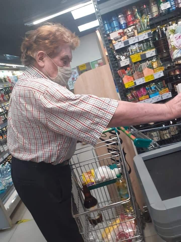 У супермаркеті Києва помітили збоченця: спускав штани і притискався до дітей (фото)