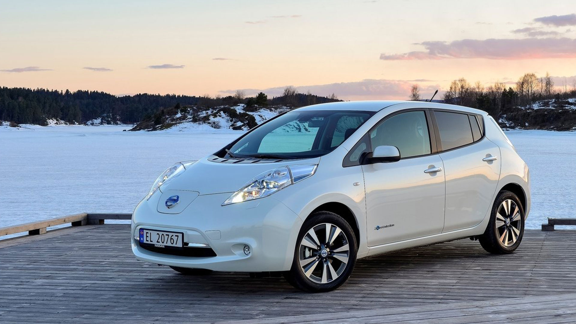 Nissan leaf — ECO CARS