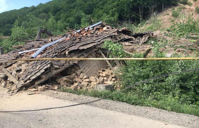 НаЗакарпатті зсув ґрунту зруйнував два будинки