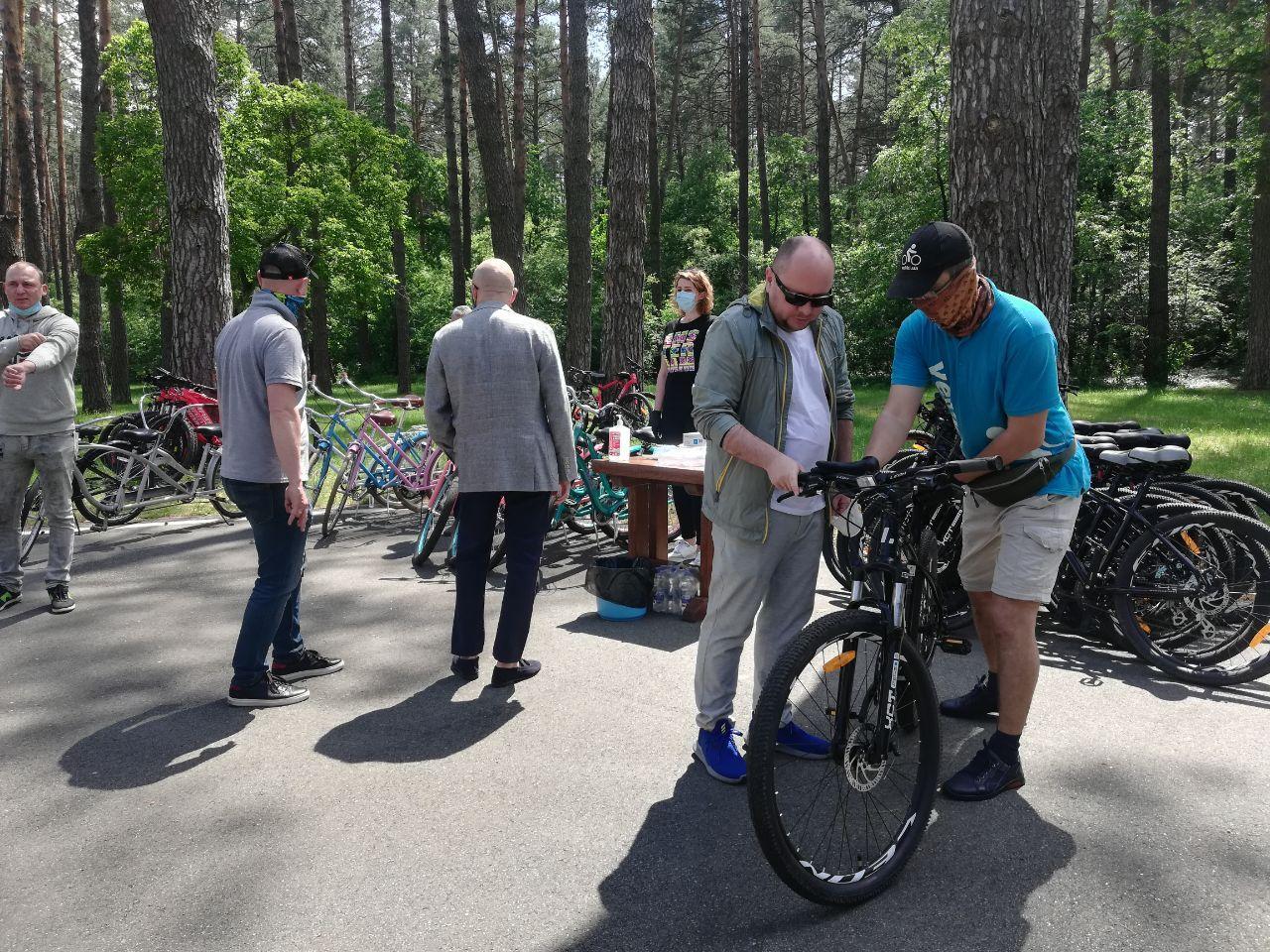 Зеленский вывез журналистов в лес: что он там делает (фото)