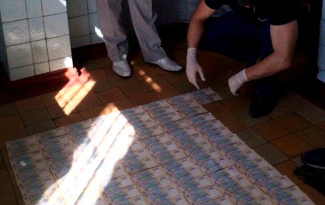 ВДонецкой области доктор «погорел» навзятке в $2 тыс.
