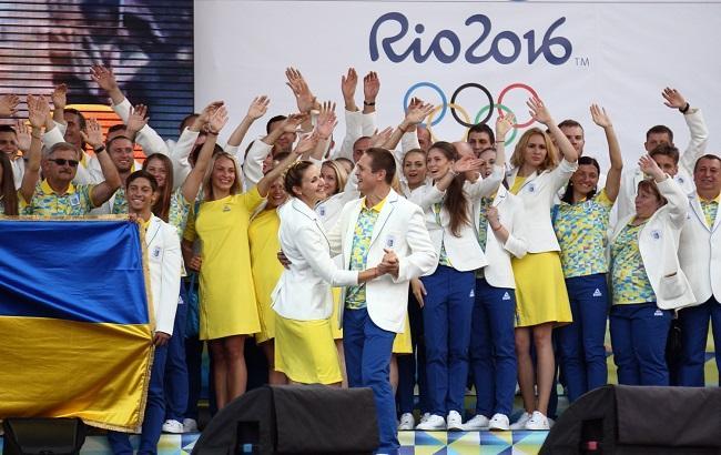 Фото: Во время торжественной церемонии украинские спортсмены не отказывали себе в танцах (Виталий Носач, Styler.rbc.ua)
