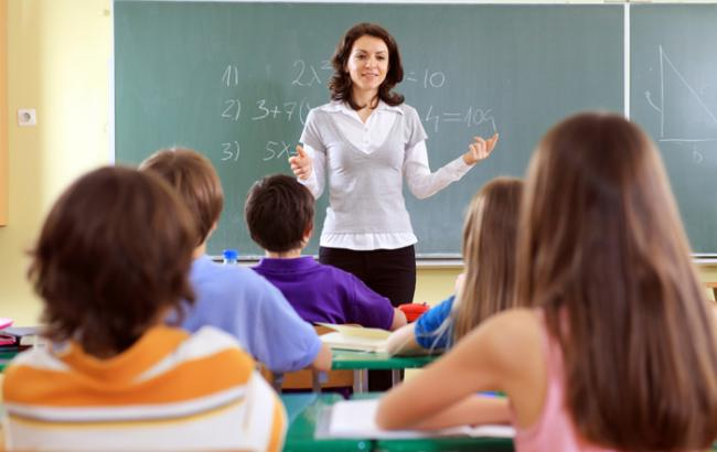 ВУкраинском государстве уволят практически 4 тысячи учителей