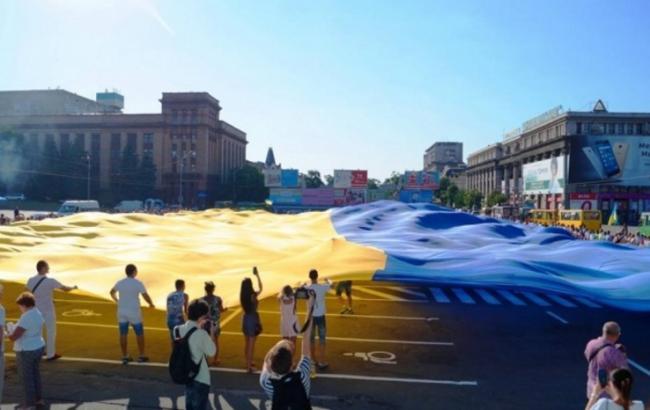 Активисты развернули вДнепре наибольший флаг Украинского государства