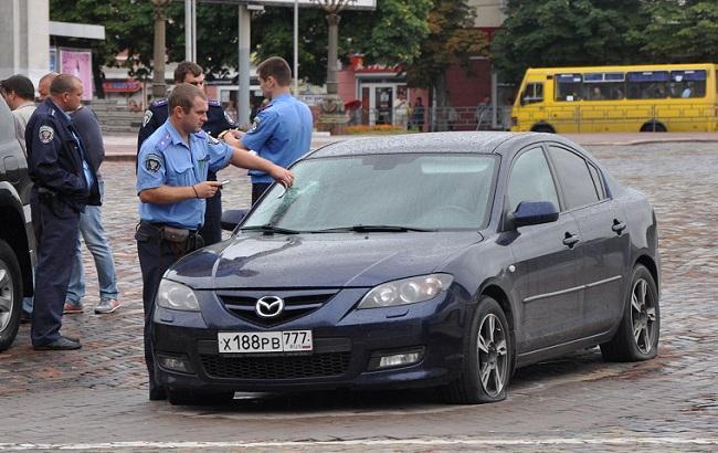 Российский автомобиль изуродовали из-за георгиевской ленты