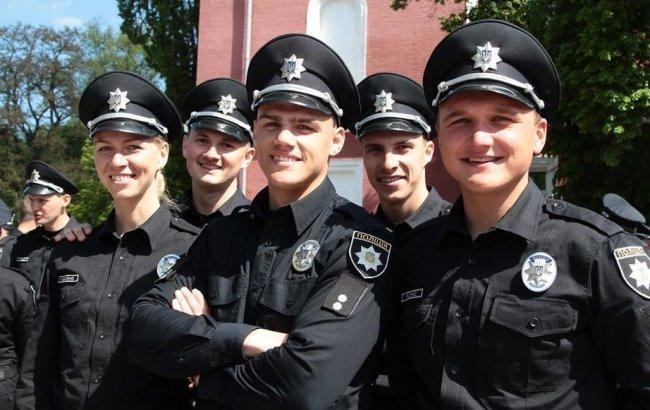 ВоЛьвове четверо парней избили «копов» иповредили полицейское авто