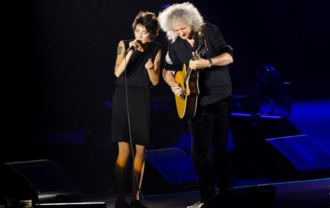Гитарист Queen поздравил Земфиру с днем рожденья