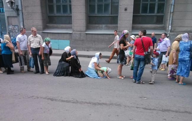 Накрестный ход вХарькове собрались прихожане сгеоргиевскими ленточками